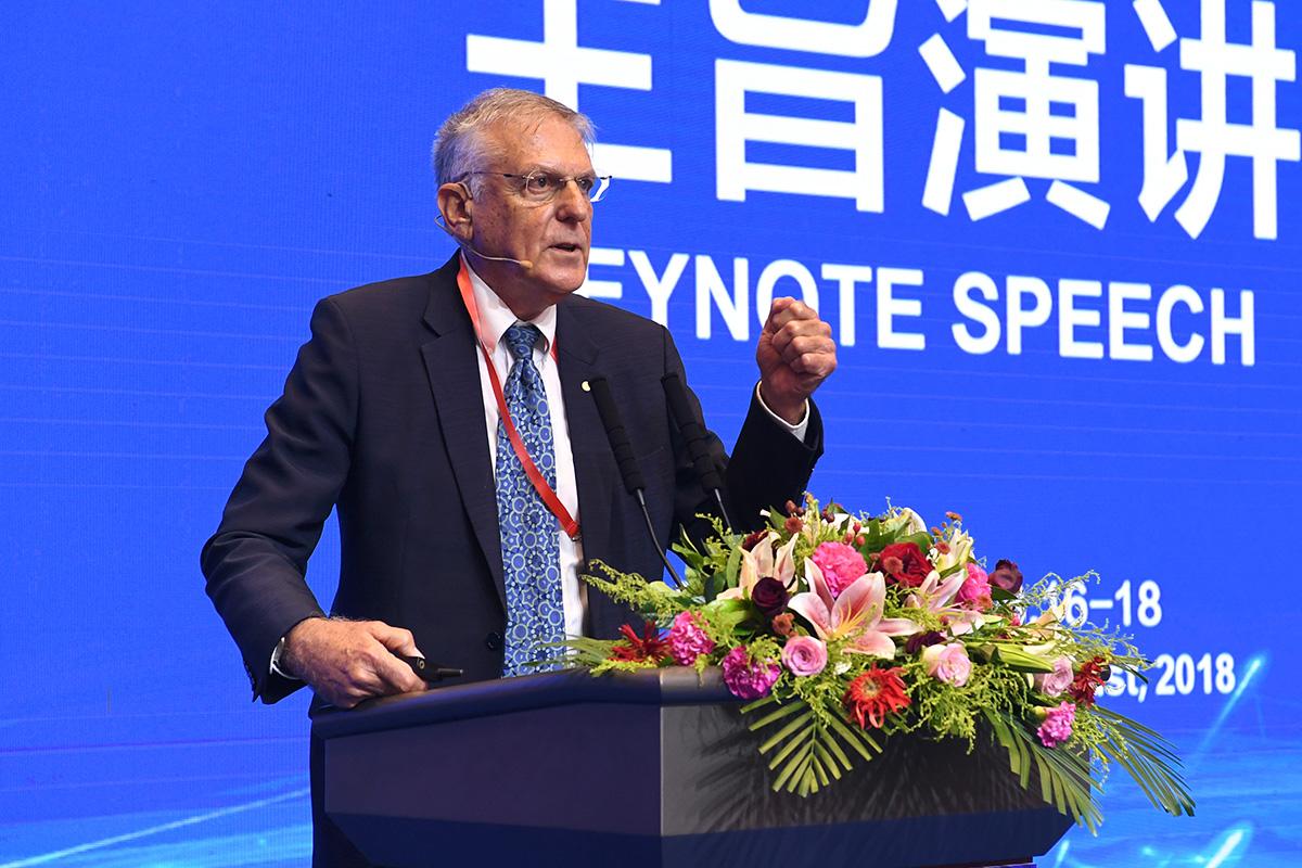 丹尼·舍特曼院士:建立可持续经济需要人类的智慧,它是最重要的资源