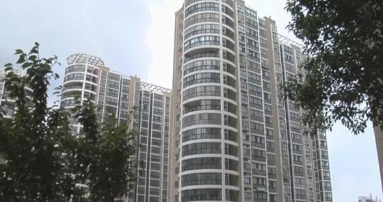 济宁杨柳新城小区电梯加装门禁催缴物业费 业主回家难