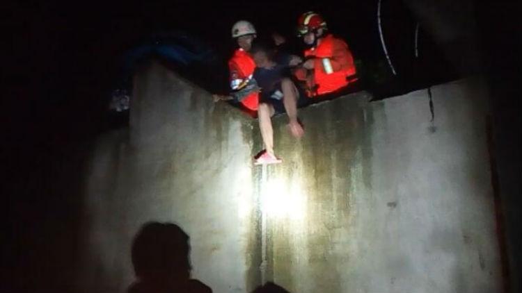 """49秒丨这场暴雨中的""""橙色守护神""""!泰安消防一天接10起救援"""