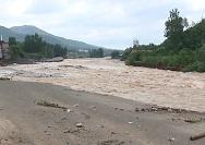"""实拍""""温比亚""""过境后的山东:多地遭遇洪灾桥梁冲垮"""