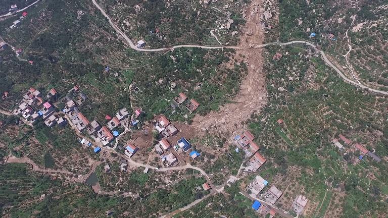 独家航拍丨山洪后的泰安天宝镇年家峪村 房屋毁塌村民已转移