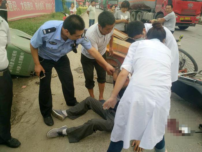 莘县:男子突发交通事故受伤 交警巧遇出手相助