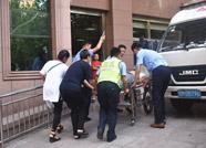 中年男子突发疾病 滨州交警紧急护送就医