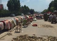 洪水退后的寿光南韩村:村民开始生产自救 村里变成晾晒场