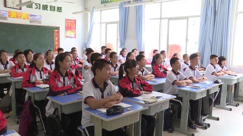 这家企业的学生服销往全国1000多所学校