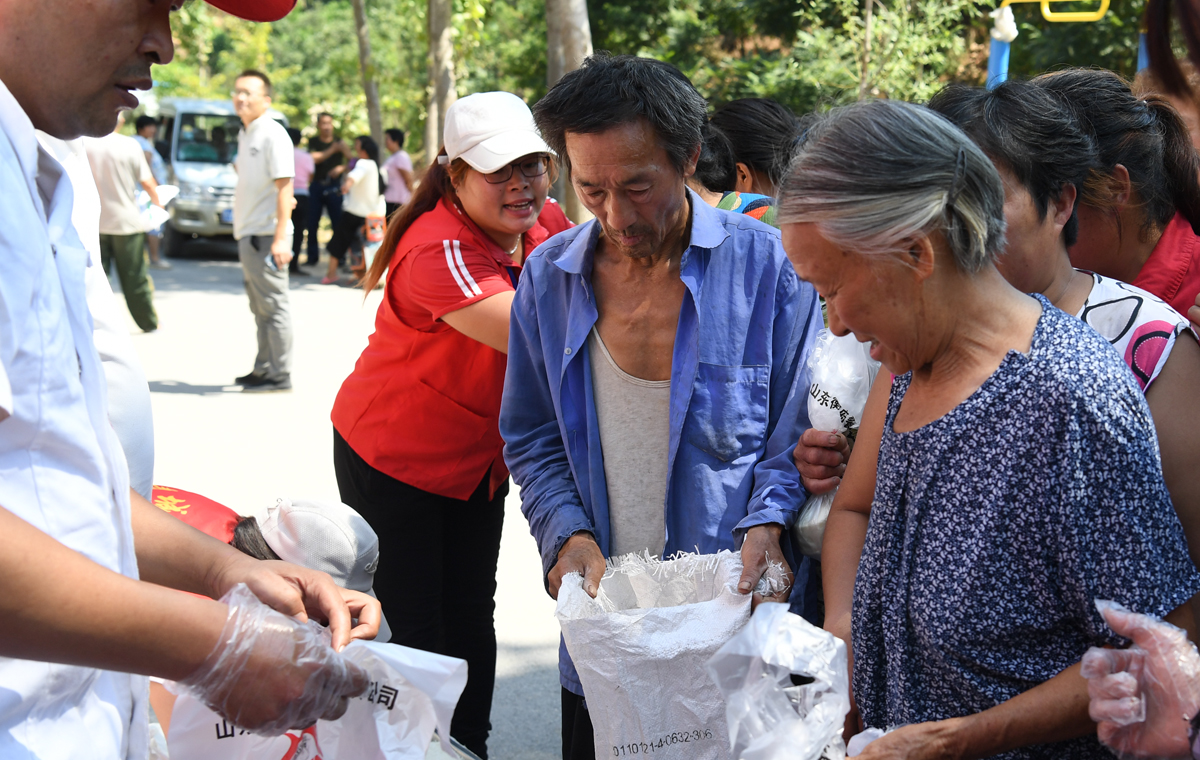关注青州救灾|抗灾一线志愿者:无论做点啥,不枉身上这件红马甲