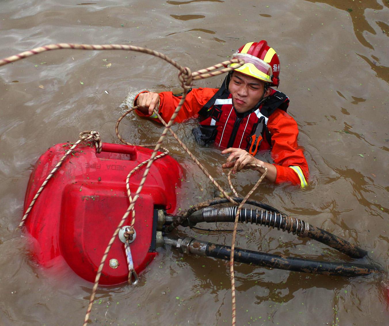 抗洪侧记丨洪灾面前,有一种使命不负那一抹橙