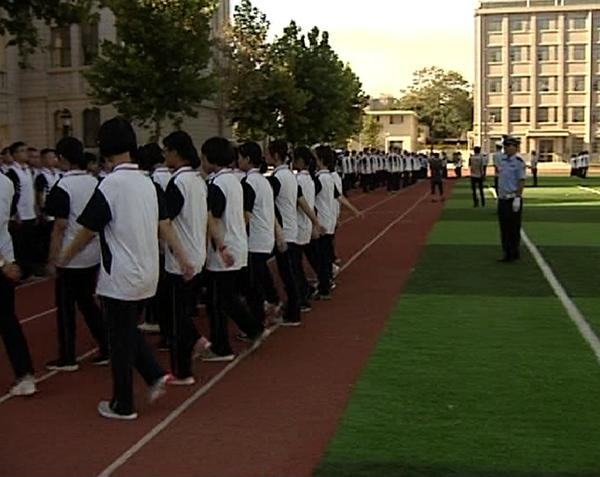 菏泽:开学军训变警训 点燃不一样的青春