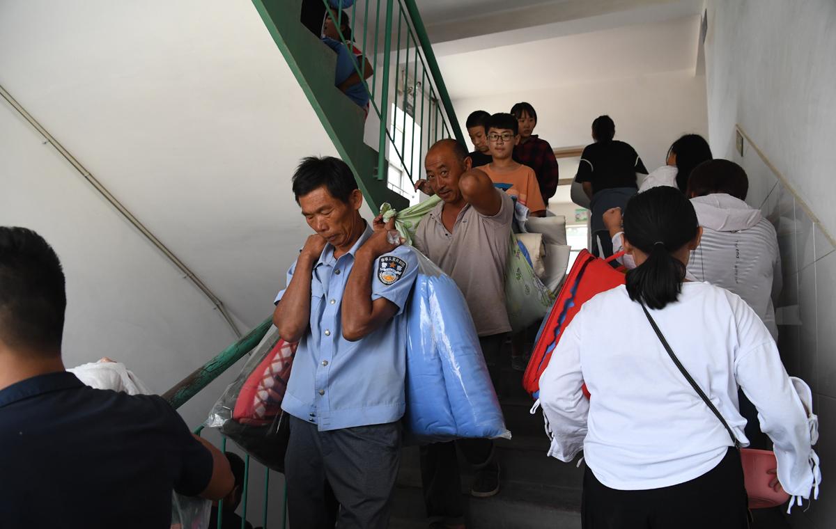直击寿光灾区新生报到:纪台二中197名新生按时入学