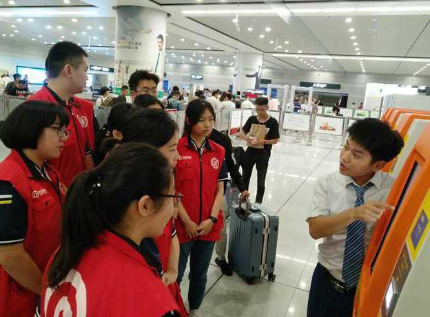 校企联动志愿服务活动启动 学生志愿者助力青岛地铁出行
