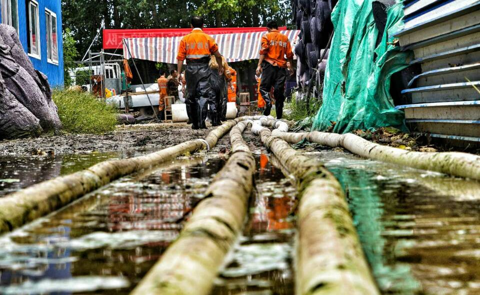 山东能源救援大队奋战救灾一线 帮助当地村民恢复生产自救