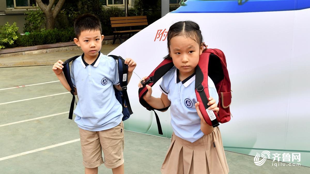 """开学趣闻:济南一年级萌娃今日开学 双胞胎龙凤胎""""扎堆"""
