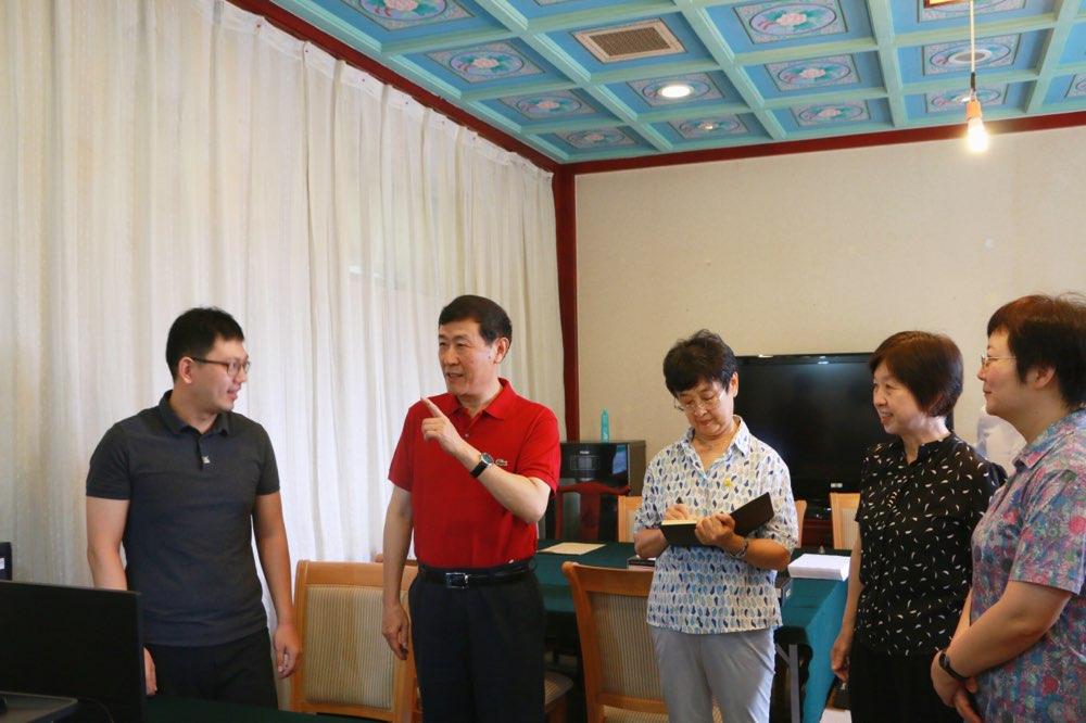 中央扫黑除恶第5督导组组长沈德咏看望受理举报工作人员