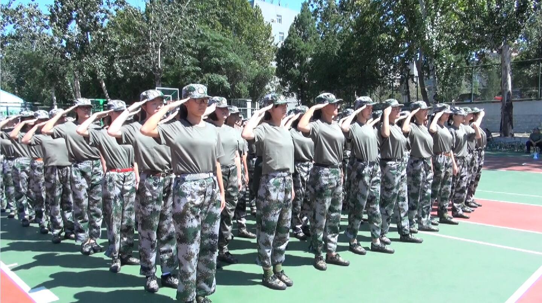 80秒|实拍大学新生军训现场 看看00后们的表现是否合格
