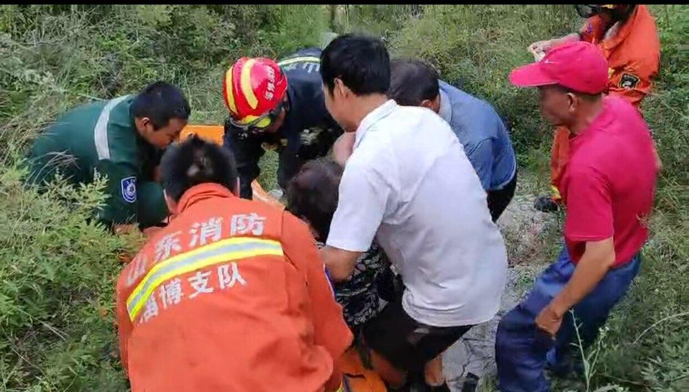 淄博:六旬老人上山摘花椒 突发心脏病被困深山