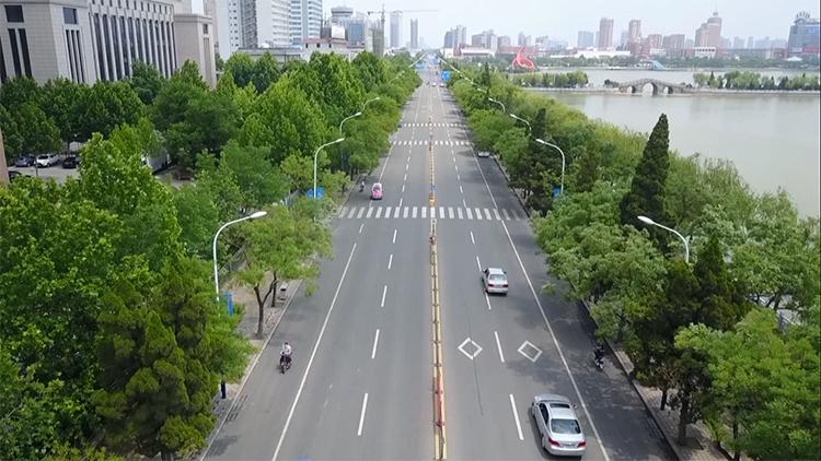 修路面补绿植改公厕 德城区投资4000万提升市容市貌