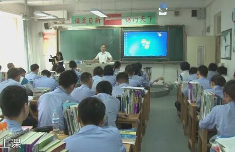 济南老教师25年记录学生点滴 教师节学生们镜头前送祝福