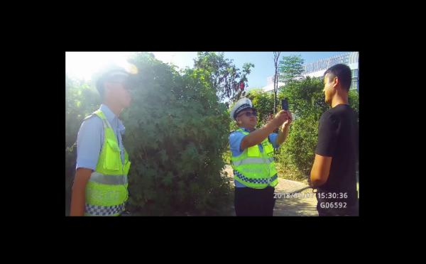69秒|菏泽交警执勤期间抓获一网上在逃人员