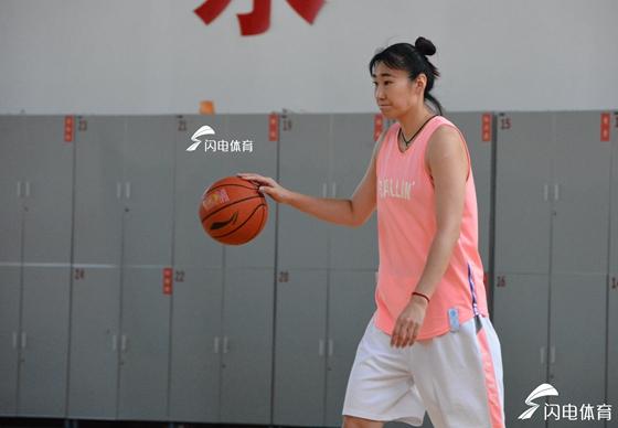 山东女篮备战正当时 助理教练透露球队训练花样多