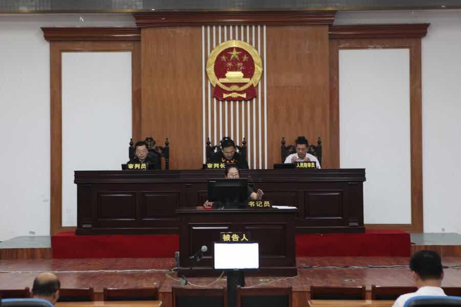 河口区法院开庭审理首起涉恶案件