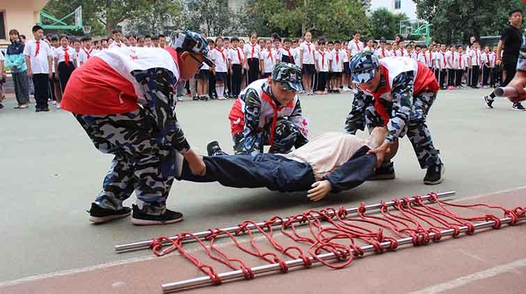 心肺复苏、创伤救护、包扎!济南小学生救护模拟演练有模有样