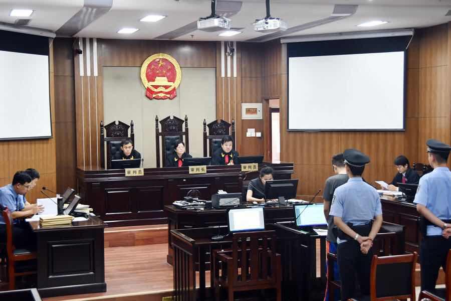 东营区法院开庭审理两起涉黑案件