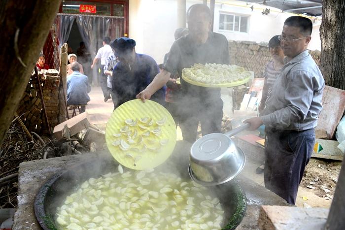 如约而至的免费午餐!茌平爱心人士邀百余老人共享饺子宴