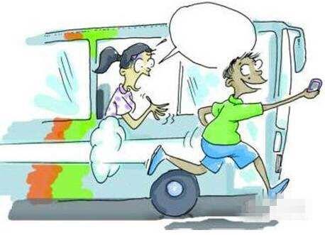 淄博:公交车遇搭讪手机被偷 女子定位拦截小偷