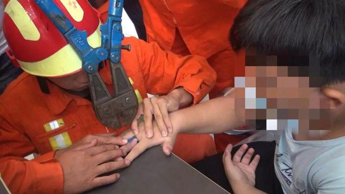 """聊城:儿童手指被卡频繁发生 """"指尖安全""""不容小觑"""