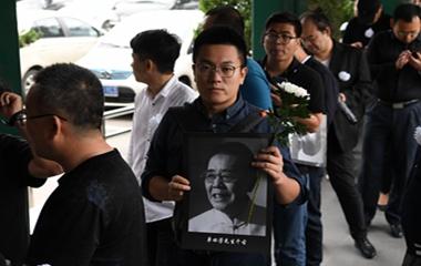 43秒丨单田芳先生告别仪式在京举行 各地群众前来送别