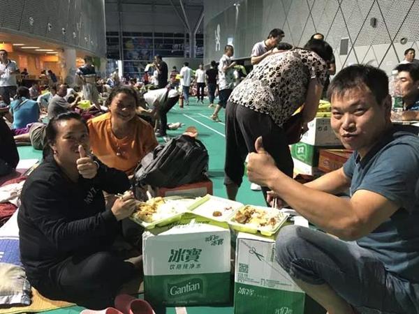 """""""山竹""""登陆深圳 郓城企业家保障6万多份日供餐"""