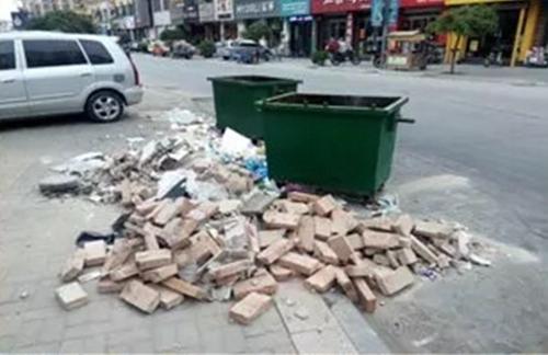 临清一美发店装修随意倾倒建筑垃圾 被依法处罚