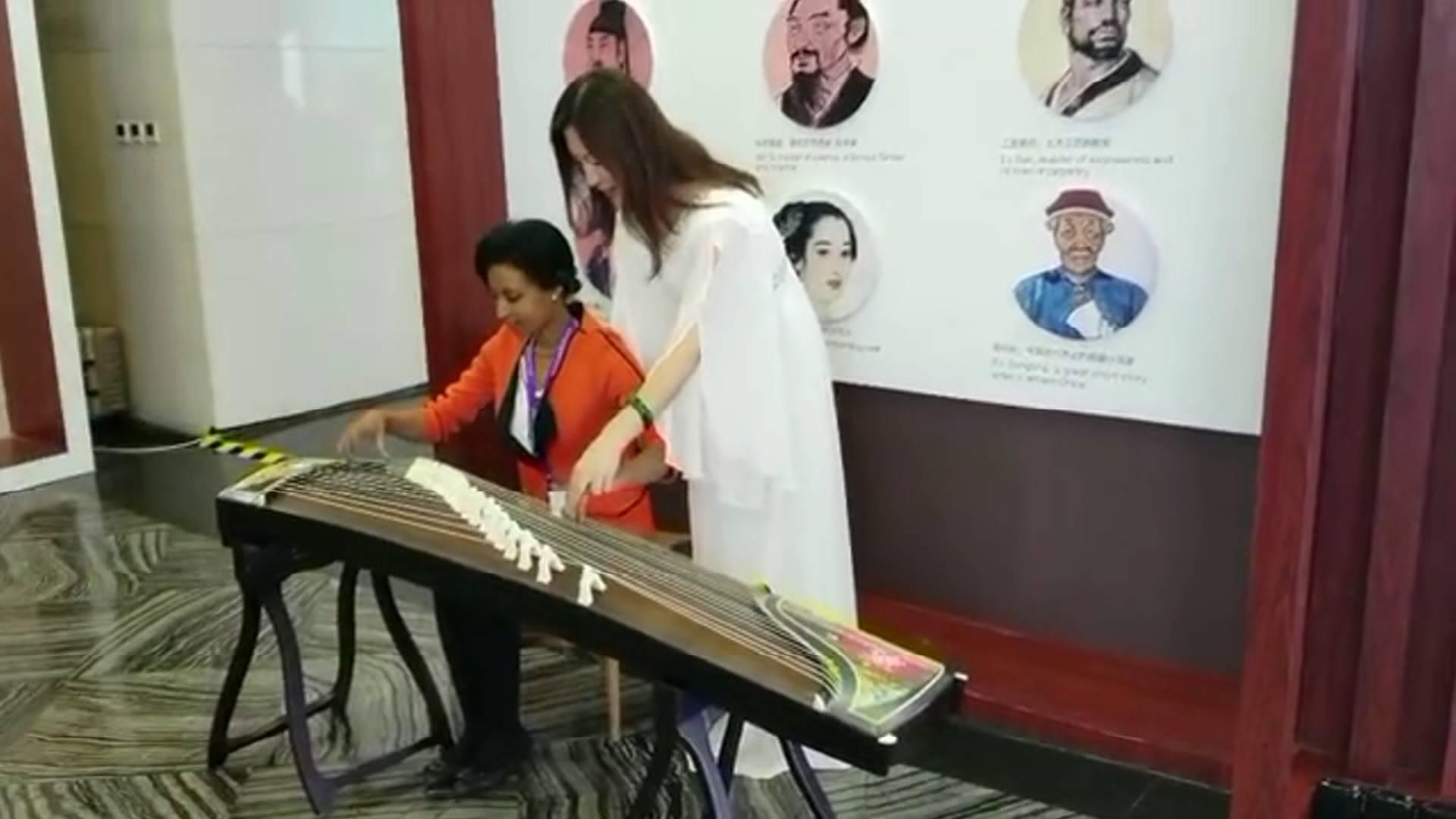 60秒丨一首古筝曲爱上山东!埃塞俄比亚记者