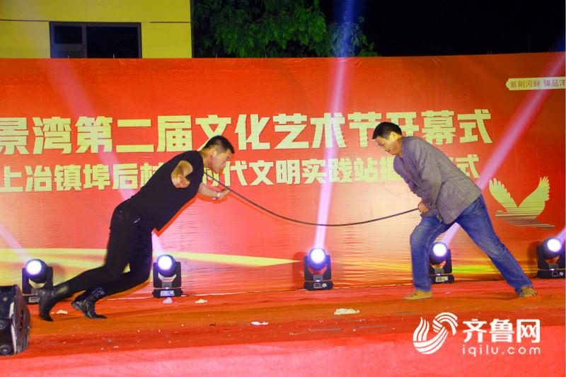 费县上冶镇:乡村举办广场文化节 13名好婆媳受表彰