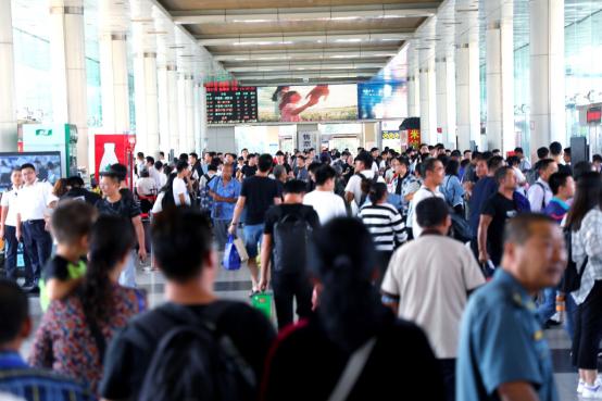 """山东交运""""中秋""""小长假安全发送旅客25万人次"""