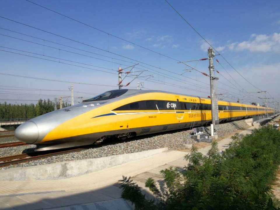 """青连铁路""""黄医生""""正式上线 年底青岛去上海只需4小时"""