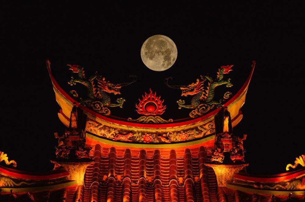 一样的月光不一样的风景! 镜头下的台儿庄古城超大月亮