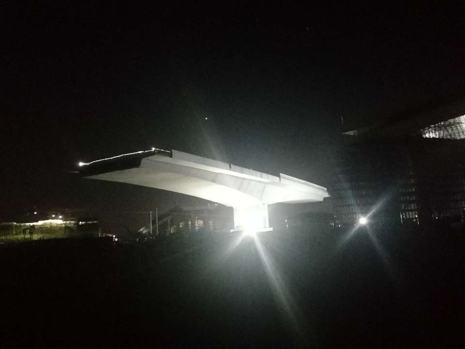 万吨桥梁空中转体青岛胶东国际机场建设取得新进展