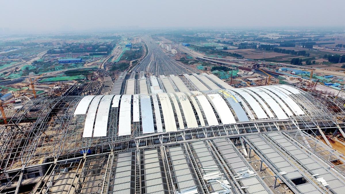 飞吧山东|航拍济南新东站近况 近百台吊车同时施工
