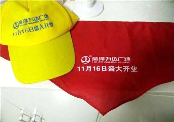 红领巾印广告事件:涉事校长被警告 万达解聘3名责任人