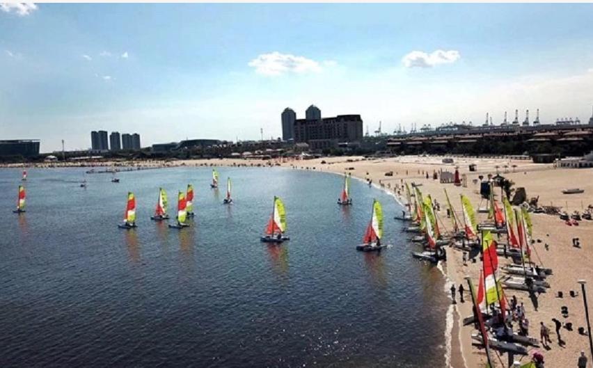 首届中国家庭帆船赛国庆期间在青岛扬帆