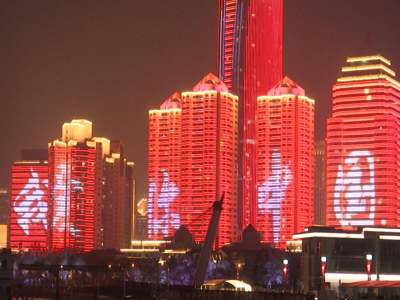 """喜迎国庆  青岛开启""""我爱你中国""""国庆主题灯光秀"""