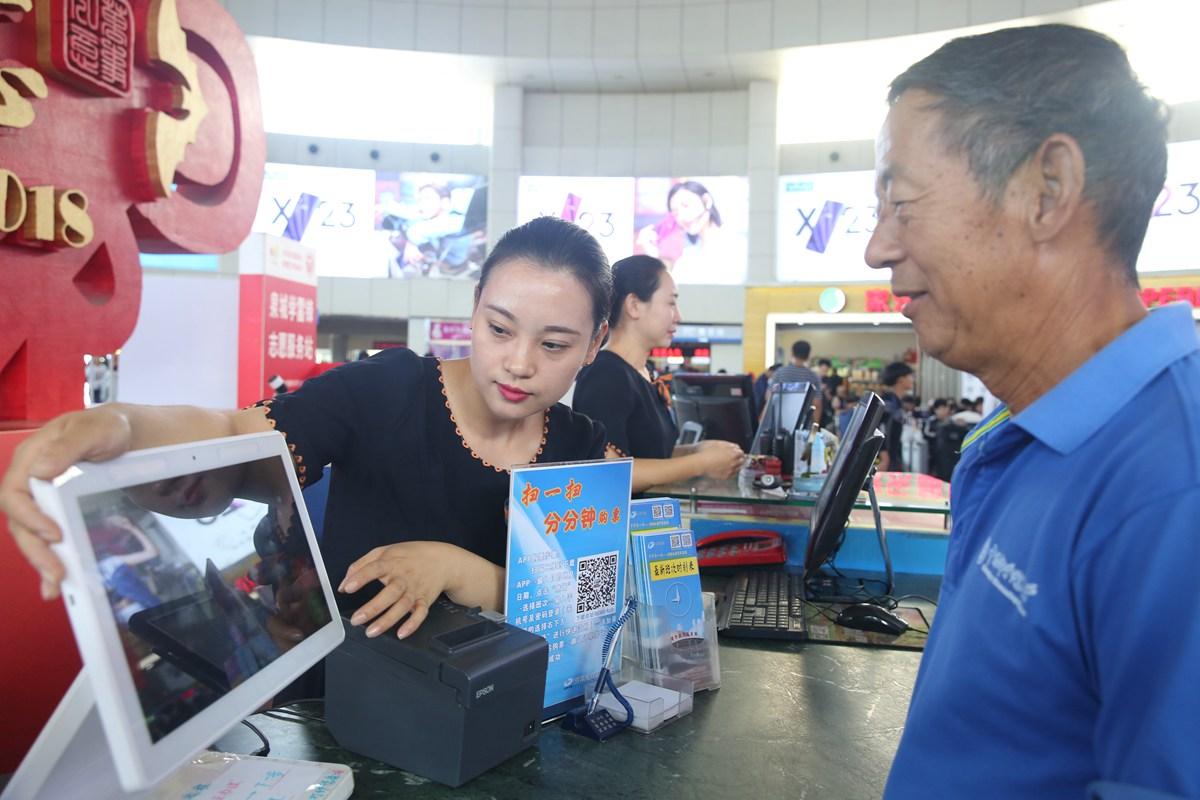 国庆黄金周即将来临 济南长途汽车总站600辆客车迎客流高峰