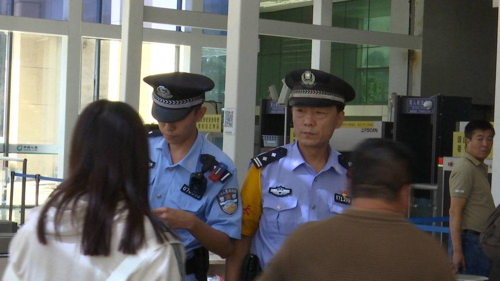 涉案100万!济南铁路警方打掉一涉嫌加价倒卖车票网点!