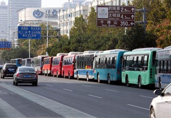 济南公交隆重举行成立70周年庆典大会