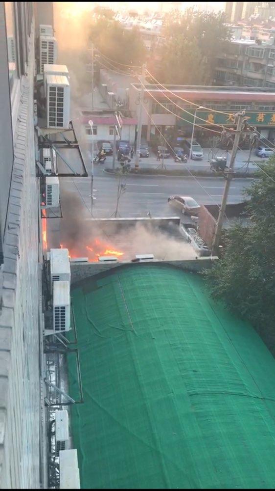 突发!济南经十路山大路附近一餐馆失火