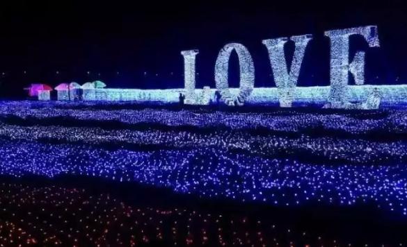 """堪比北夜极光、万千银河!台儿庄古城双龙湖垂钓基地举行""""灯海魔幻艺术节"""""""