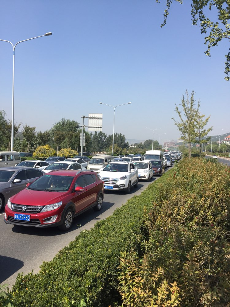 国庆假期第二天:中午12点 去济南南部山区依然拥堵