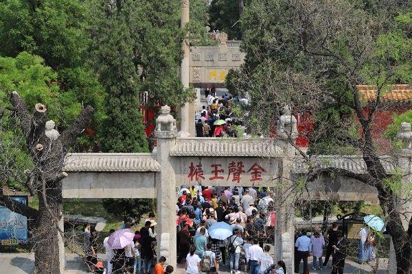 86万人次,嘉祥青山景区接待游客2.7万人次,尼山圣境景区接待游客0.