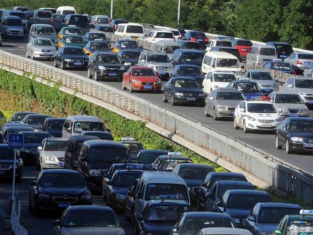 注意!国庆假期返程高峰时段这些车辆禁入聊城辖区高速